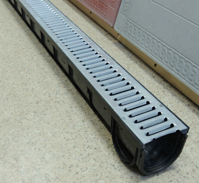 1000х70х90 Комплект SPark лоток пластиковый + стальная оцинкованная решетка 530р